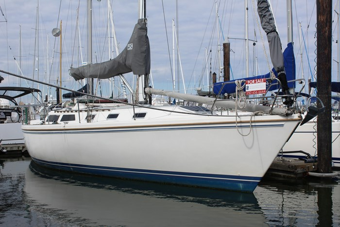 1990 Catalina 42 Photo 6 of 42
