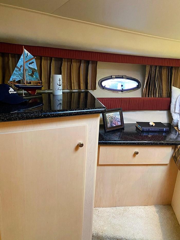 2001 Carver 404 Cockpit Motor Yacht Photo 29 sur 76