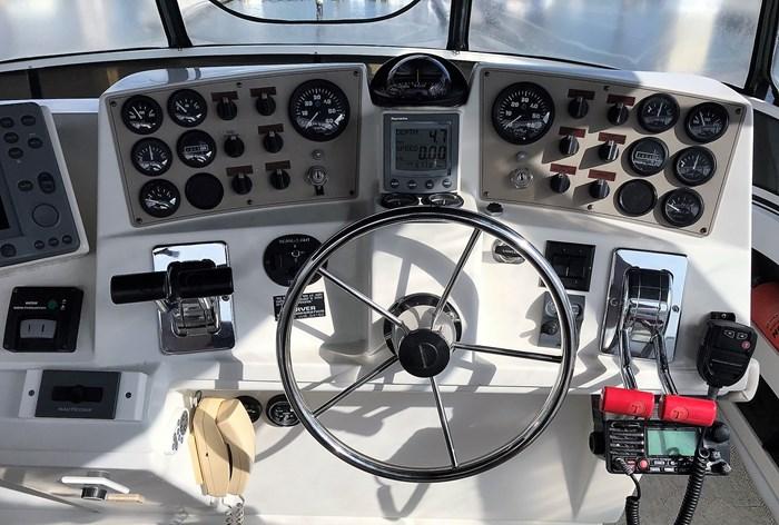 2001 Carver 404 Cockpit Motor Yacht Photo 42 sur 76
