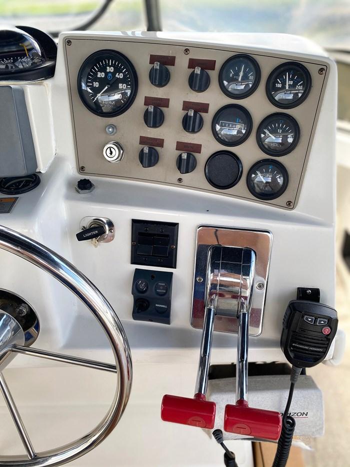 2001 Carver 404 Cockpit Motor Yacht Photo 75 sur 76
