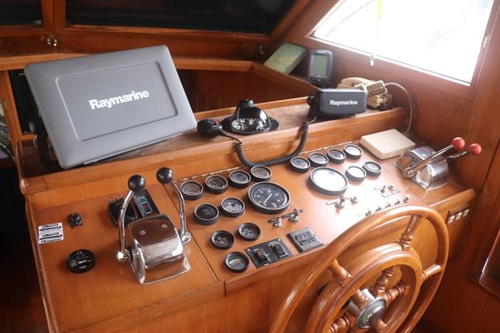 1987 Marine Trader 47 Photo 6 of 39