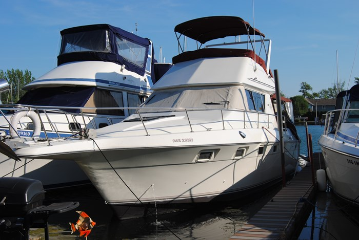 1986 Cruisers Yachts 3380 Chateau Vee / Esprit Photo 1 of 7