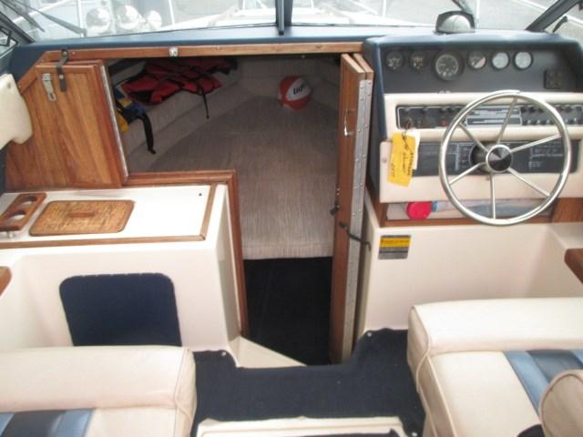 1986 Sea Ray 230 CC Photo 10 of 22