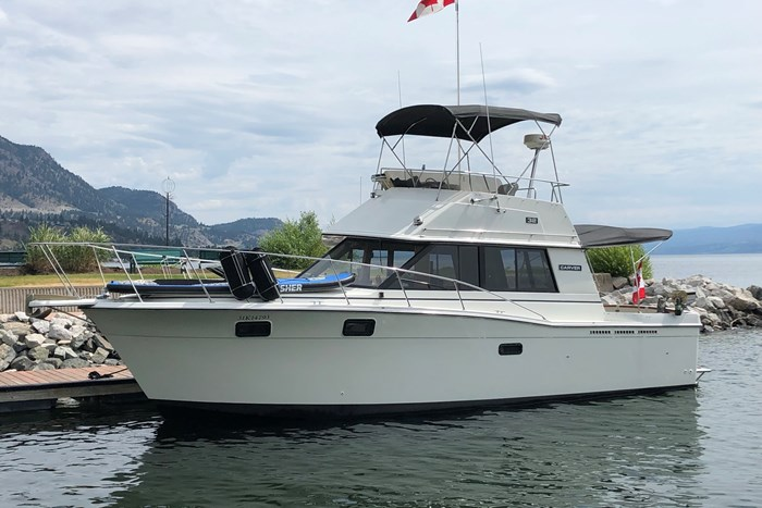 1984 Carver 32' Convertible Photo 1 of 22