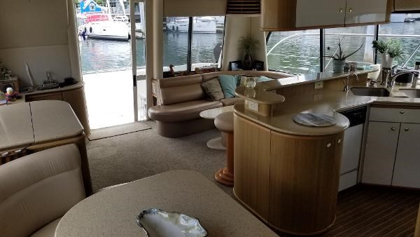 2001 Bayliner 5788 Pilot House Motoryacht Photo 8 sur 111