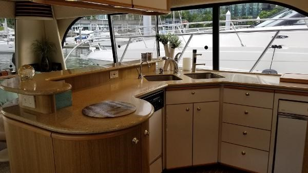 2001 Bayliner 5788 Pilot House Motoryacht Photo 13 sur 111