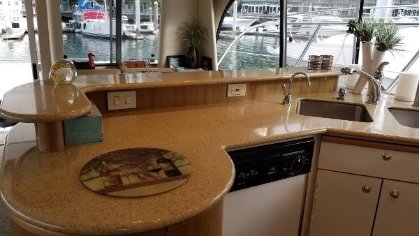 2001 Bayliner 5788 Pilot House Motoryacht Photo 14 sur 111