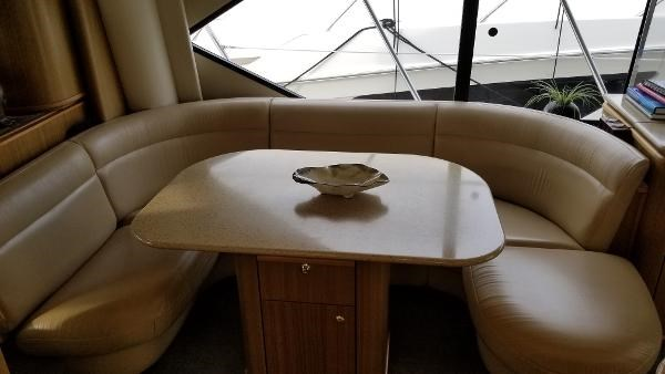 2001 Bayliner 5788 Pilot House Motoryacht Photo 26 sur 111