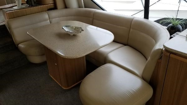 2001 Bayliner 5788 Pilot House Motoryacht Photo 27 sur 111