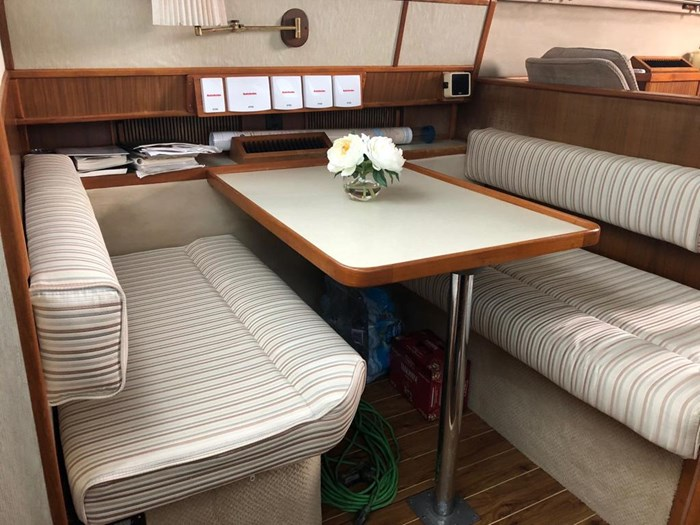 1986 Sea Ray 410 Aft Cabin Photo 5 of 25