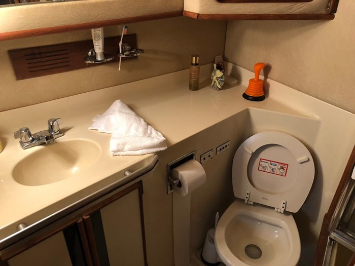 1986 Sea Ray 410 Aft Cabin Photo 6 of 25