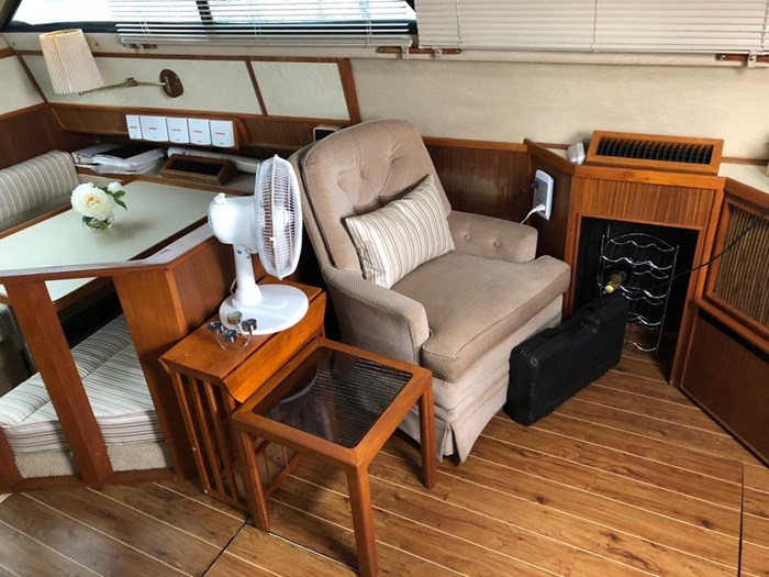 1986 Sea Ray 410 Aft Cabin Photo 8 of 25