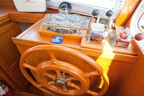 1983 Universal Marine Tri Cabin Photo 19 sur 23