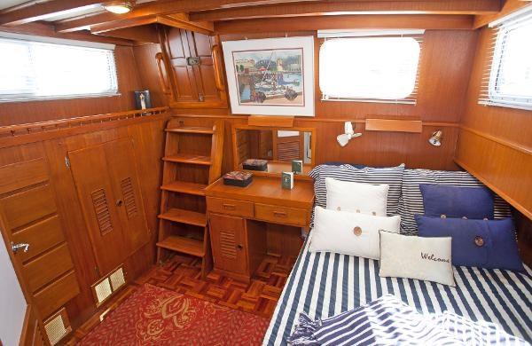 1983 Universal Marine Tri Cabin Photo 20 sur 23