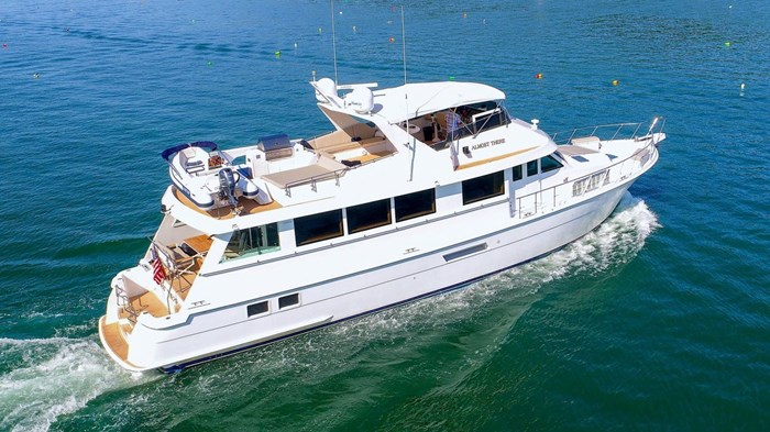1998 Hatteras Motor Yacht Photo 3 sur 53