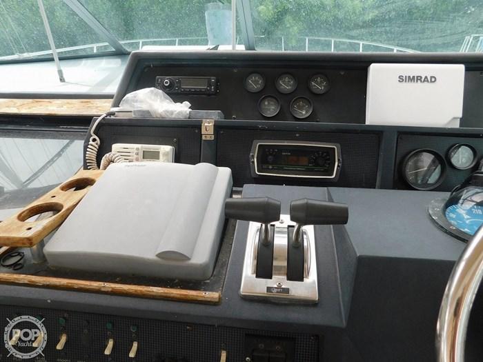 1988 Sea Ray 460 EXPRESS CRUISER Photo 17 sur 20