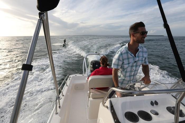 2021 Boston Whaler 170 Montauk Photo 3 sur 10
