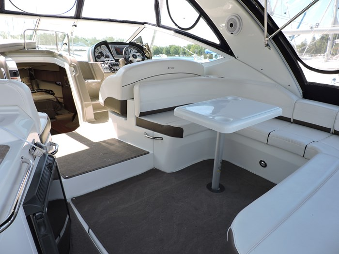 2008 Cruisers Yachts 330 Express Photo 7 of 50
