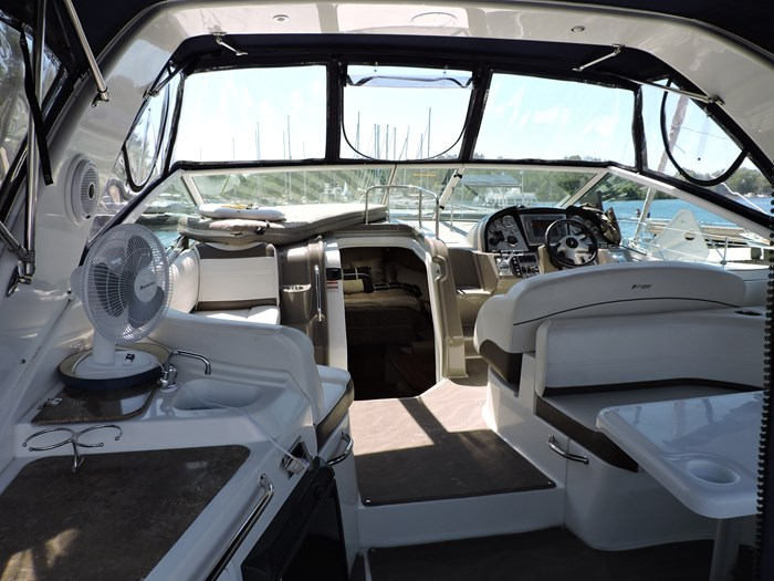 2008 Cruisers Yachts 330 Express Photo 9 of 50