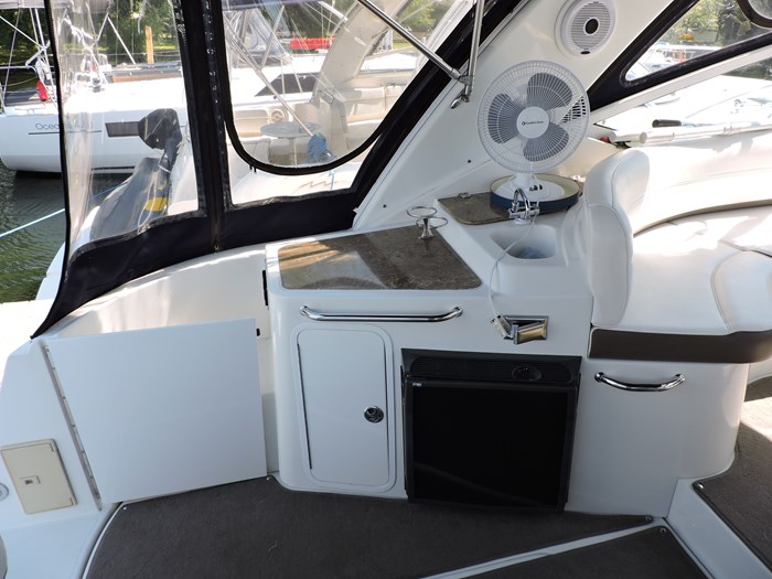 2008 Cruisers Yachts 330 Express Photo 11 of 50