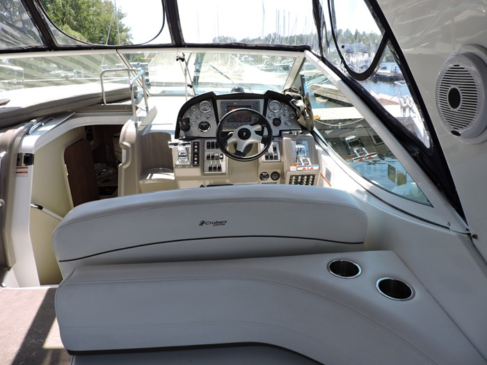2008 Cruisers Yachts 330 Express Photo 12 of 50