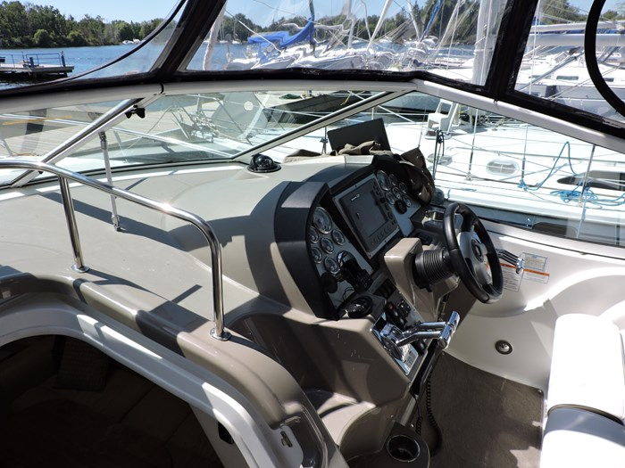 2008 Cruisers Yachts 330 Express Photo 16 of 50
