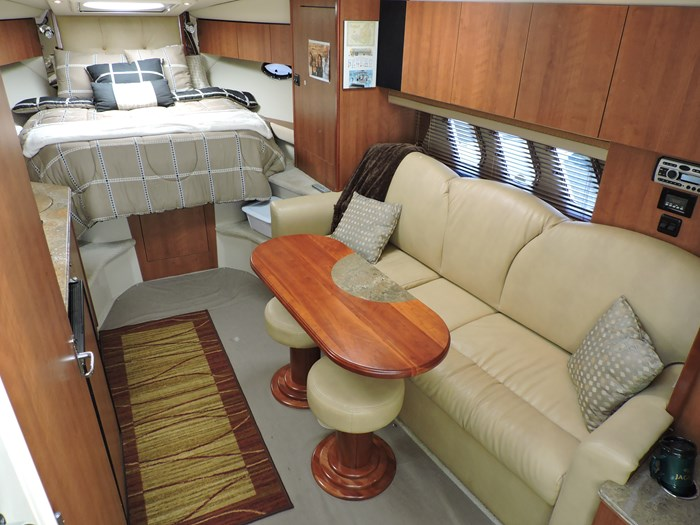 2008 Cruisers Yachts 330 Express Photo 21 of 50