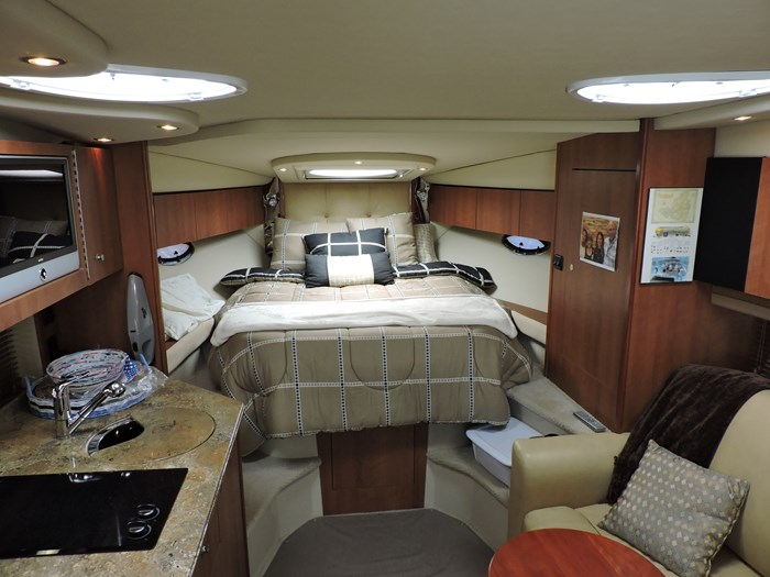 2008 Cruisers Yachts 330 Express Photo 24 of 50