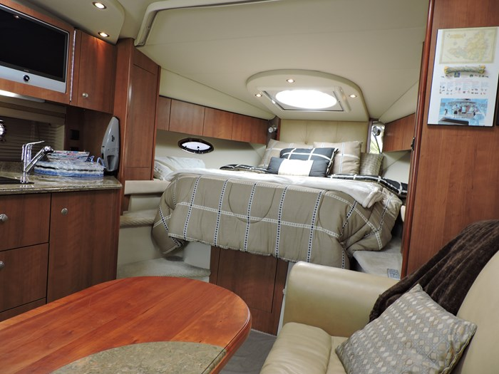 2008 Cruisers Yachts 330 Express Photo 26 of 50