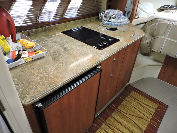 2008 Cruisers Yachts 330 Express Photo 38 of 50
