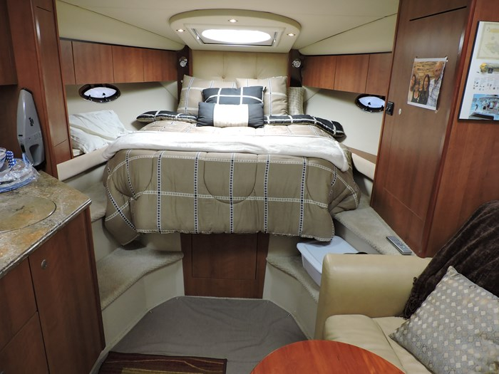 2008 Cruisers Yachts 330 Express Photo 39 of 50