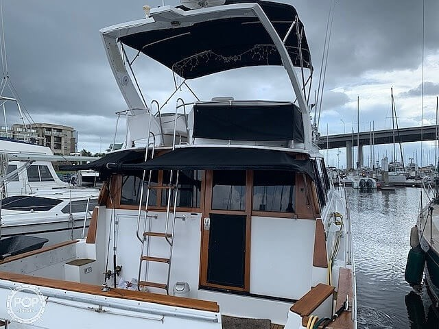 1990 Bayliner 3888 motoryacht Photo 7 sur 20