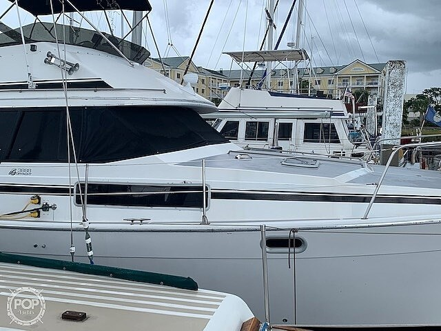 1990 Bayliner 3888 motoryacht Photo 10 sur 20