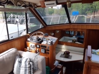 1988 Chris-Craft 426 Catalina Photo 8 of 21