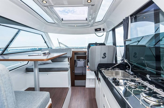 2021 Beneteau Antares 9 OB Photo 5 of 11
