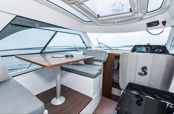 2021 Beneteau Antares 9 OB Photo 6 of 11