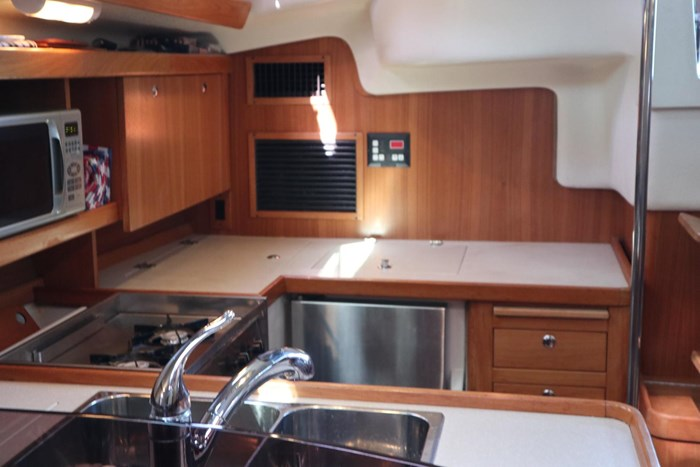 2008 Catalina 350MKII Photo 23 of 45