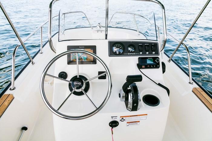 2021 Boston Whaler 150 Montauk Photo 3 sur 12