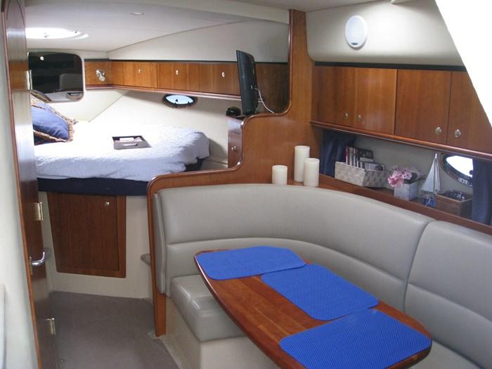 2005 Cruisers Yachts 340 Express Photo 7 of 21