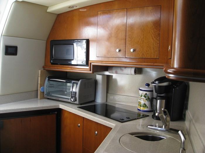 2005 Cruisers Yachts 340 Express Photo 14 of 21
