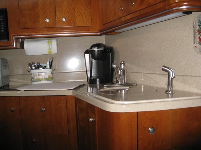 2005 Cruisers Yachts 340 Express Photo 11 of 21