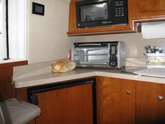 2005 Cruisers Yachts 340 Express Photo 12 of 21