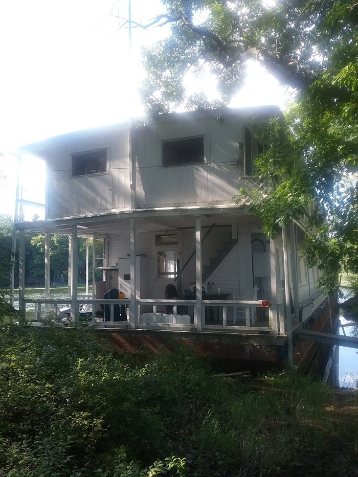 1913 1913 106′ x 21′ Historic Houseboat - Project boat Photo 2 of 39