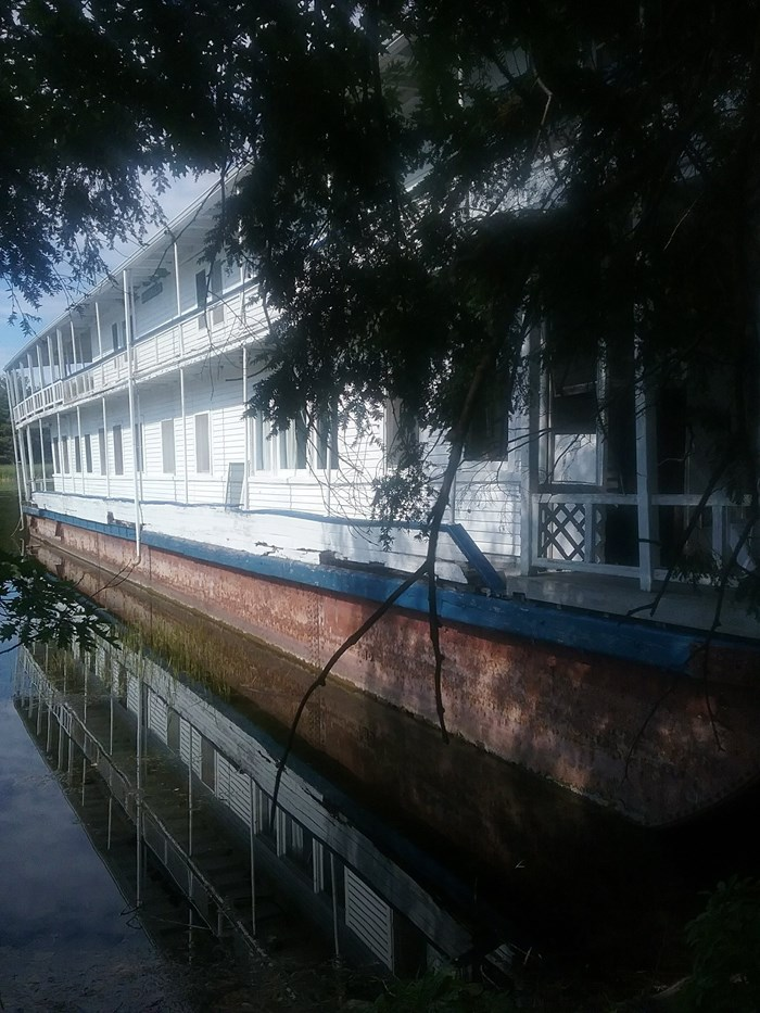 1913 1913 106′ x 21′ Historic Houseboat - Project boat Photo 4 of 39
