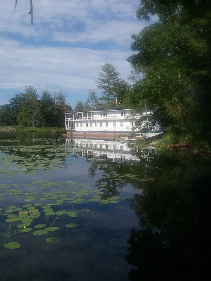 1913 1913 106′ x 21′ Historic Houseboat - Project boat Photo 3 of 39