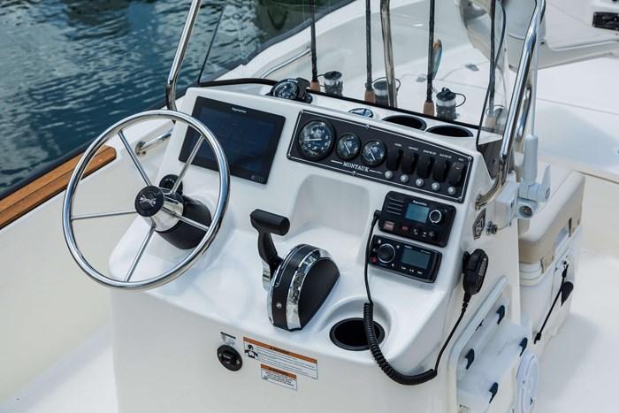 2021 Boston Whaler 170 Montauk Photo 2 sur 6