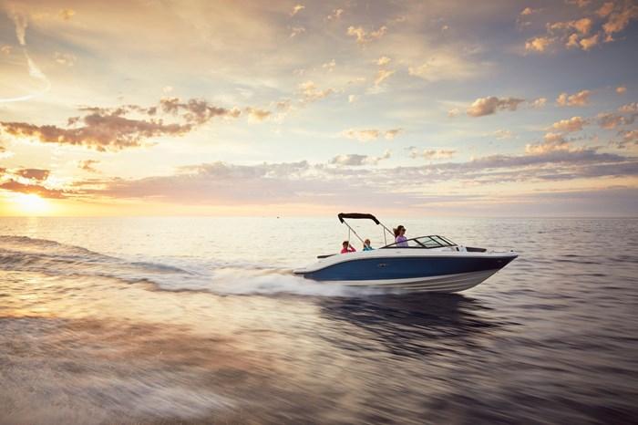 2021 Sea Ray SPX 210 Photo 2 sur 9