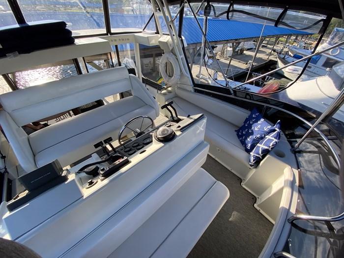 1992 Silverton 34 Aft Cabin Motor Yacht Photo 3 of 25