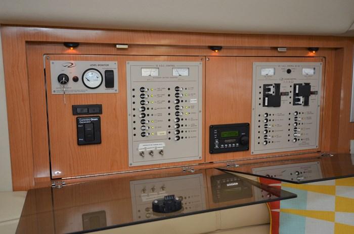2001 Regal 3880 Commodore Photo 37 of 59