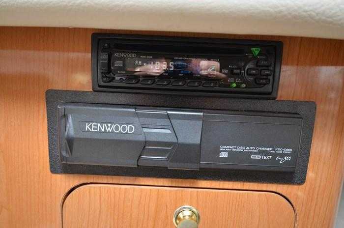 2001 Regal 3880 Commodore Photo 40 of 59